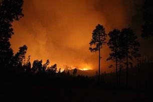 Las Conchas fire burning