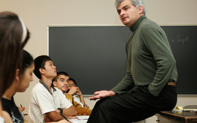 Professor Ignacio Chapela advising students