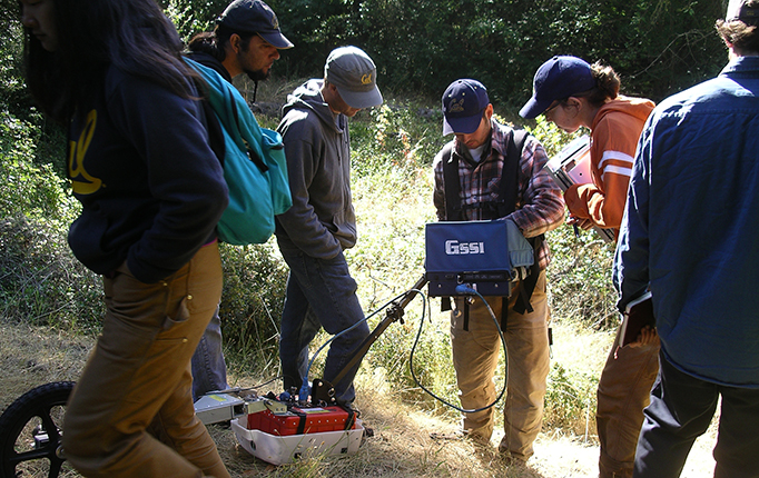 Peter Nelson and students at a dig site