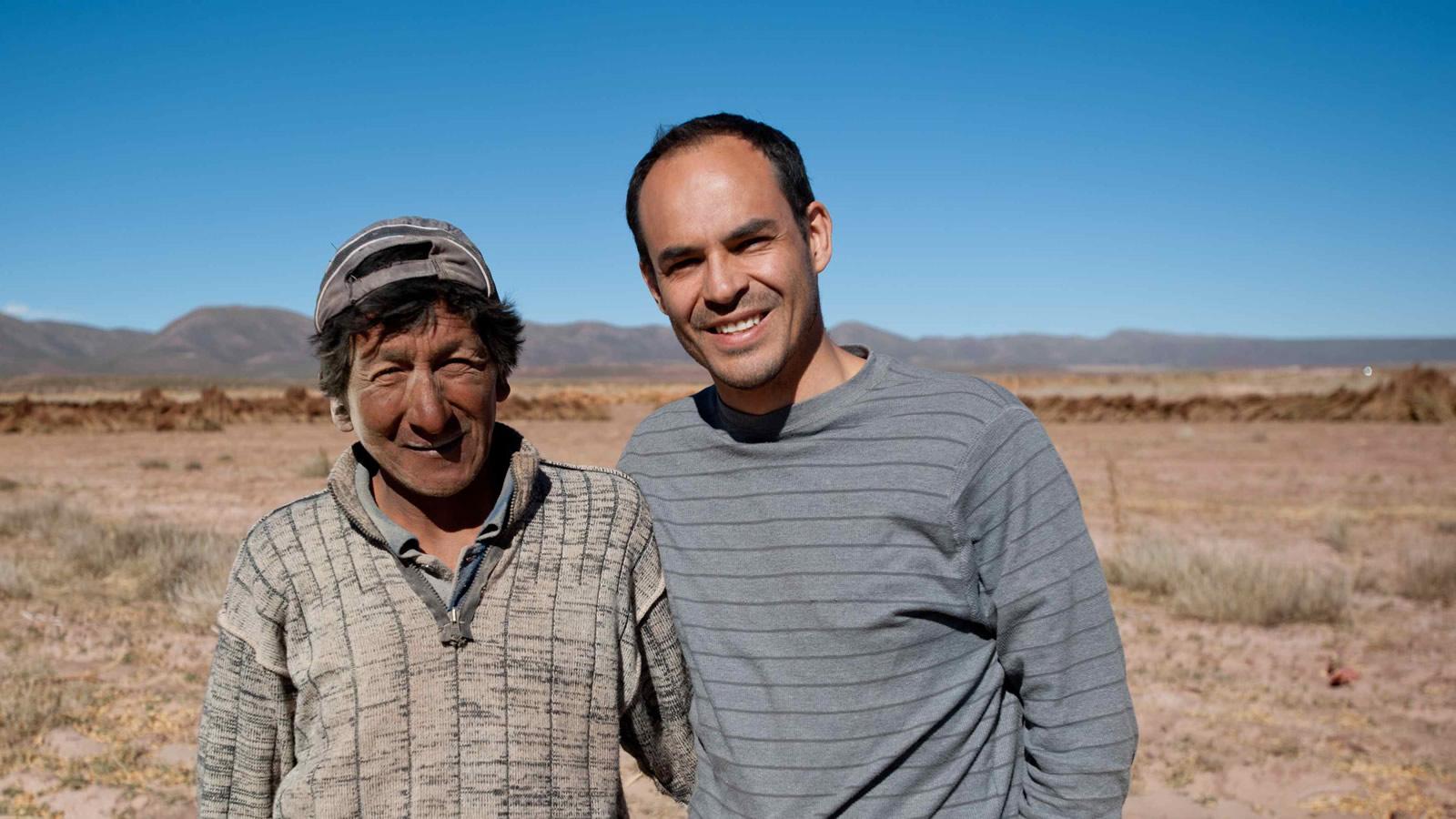 Sergio Núñez De Arco and a Bolivian farmer